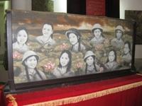 Ngày hội đọc sách 2016-2017 - Giới thiệu truyện Chiến công của mười cô gái Ngã Ba Đồng Lộc  của em Đặng Thị Thanh Vy Lớp 6/4